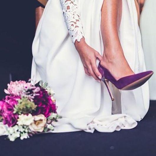 novia con zapatos morados -  y comieron perdices!
